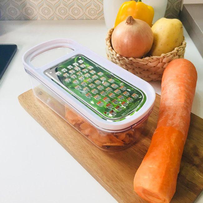 Kit-Ralador-e-Fatiador-com-Pote-Coletor-para-Legumes-em-Aco-Inox---Branco-Transparente