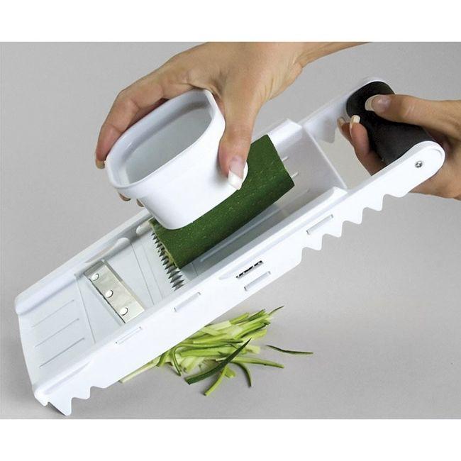 Ralador-e-Fatiador-com-5-laminas-e-suportes-para-fatiar-e-ralar-legumes-e-frutas---Branco